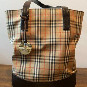 Gently Used great condition Burberry Bucket tote